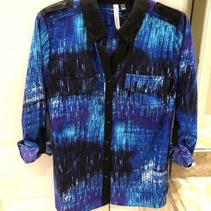 NWT! Macy's NY Collection blue and black print top